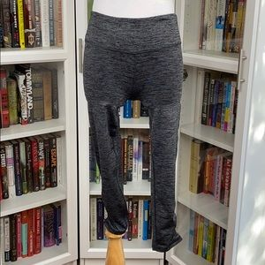 GAIAM Marled Gray Rouched Leg Cropped Leggings